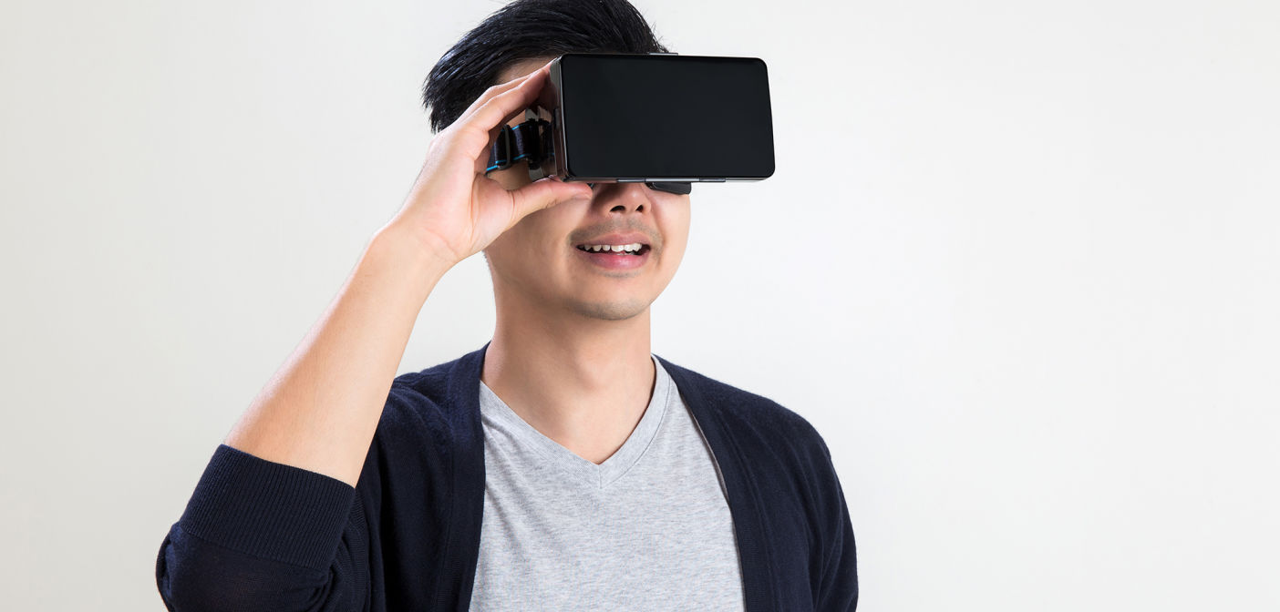 what is virtual reality and how it works Can virtual reality make everything better virtual reality is a bizarre idea how this revolutionary technology works and what it can do to change the.