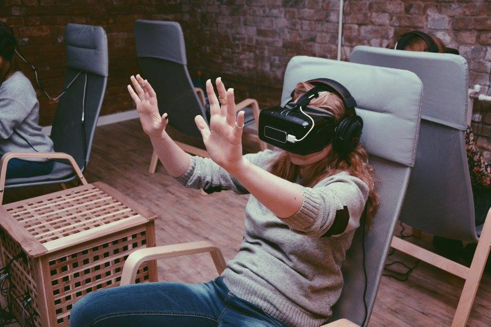 Why today is the best time to invest in VR ? 4
